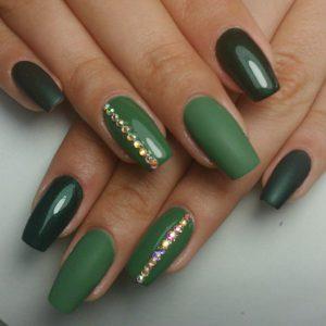 Gelnägel grün Glitzersteine
