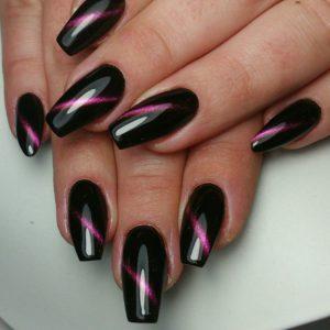 Gelnägel schwarz pink Strichdesign